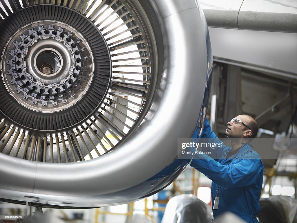 Aircraft engineer working on 737 jet engine in airport : ストックフォト