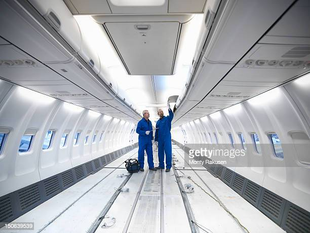 aircraft engineers working on interior of 737 jet airplane - innerhalb stock-fotos und bilder