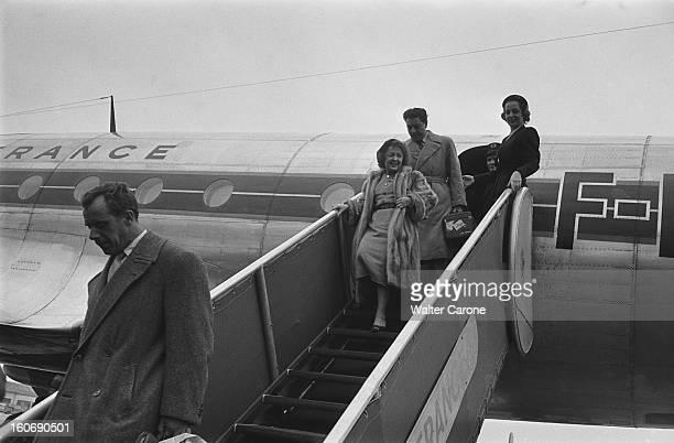 Aircraft Exiting Of Edith Piaf And Jacques Pills Jacques PILLS et Edith PIAF descendant la passerelle d'un avion de Air France