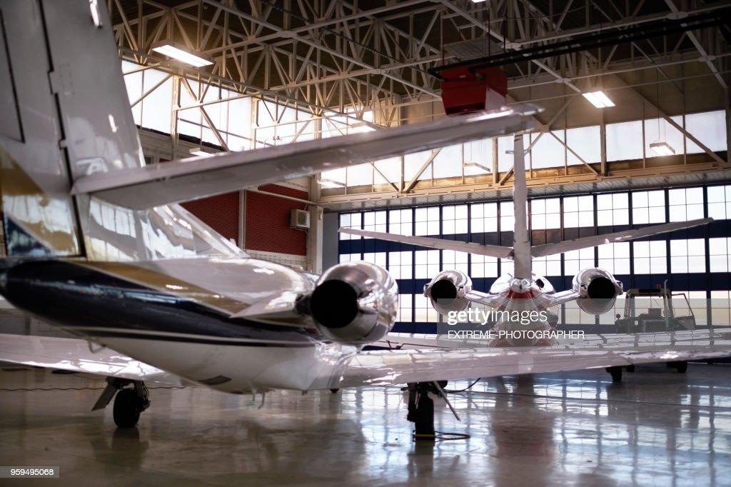 Flugzeuge im hangar : Stock-Foto