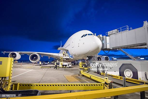 a380 aircraft on stand at airport at night - one night stand stock-fotos und bilder
