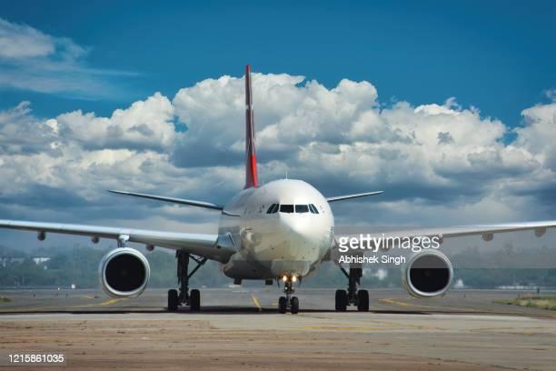aircraft stock photo - avion photos et images de collection