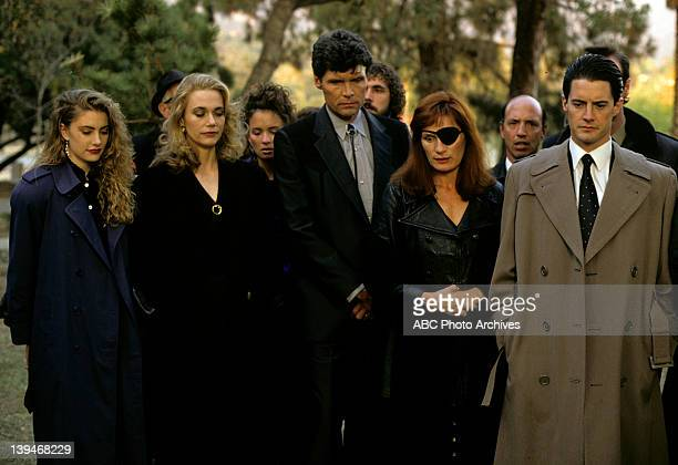 Episode 1.3 - Airdate: April 19, 1990. FRONT ROW : MADCHEN AMICK;PEGGY LIPTON;EVERETT MCGILL;WENDY ROBIE;KYLE MACLACHLAN