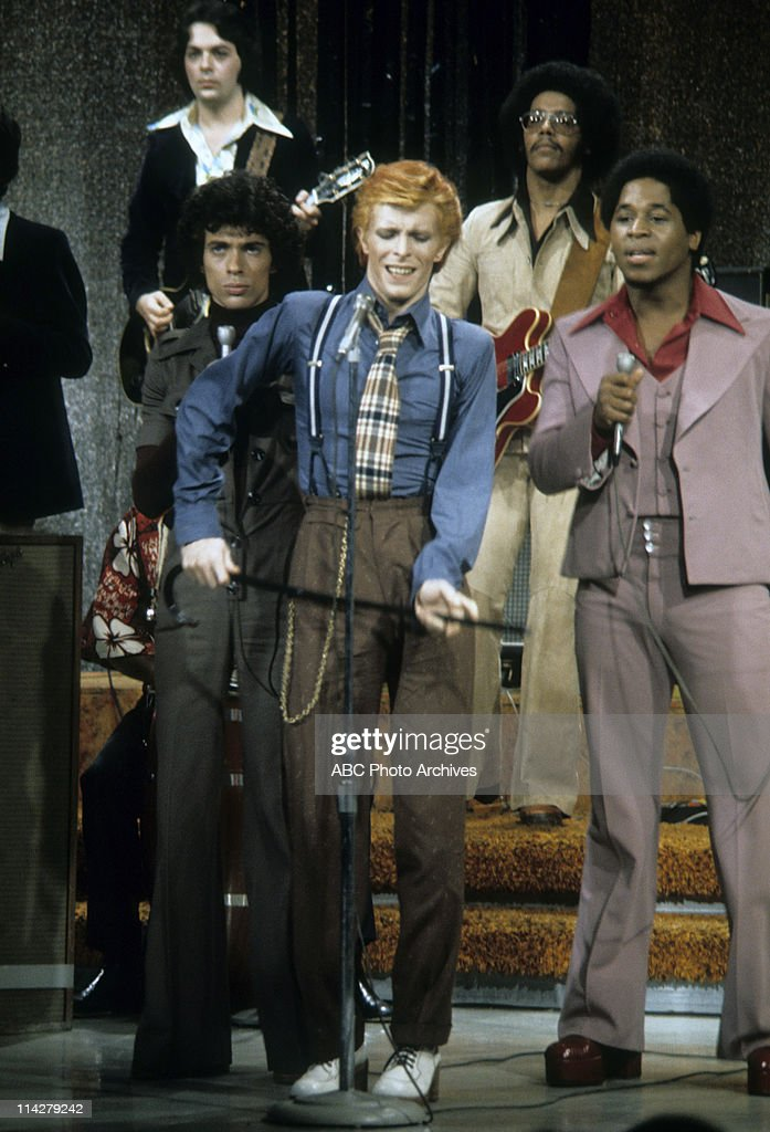 DAVID BOWIE PERFORMING : News Photo