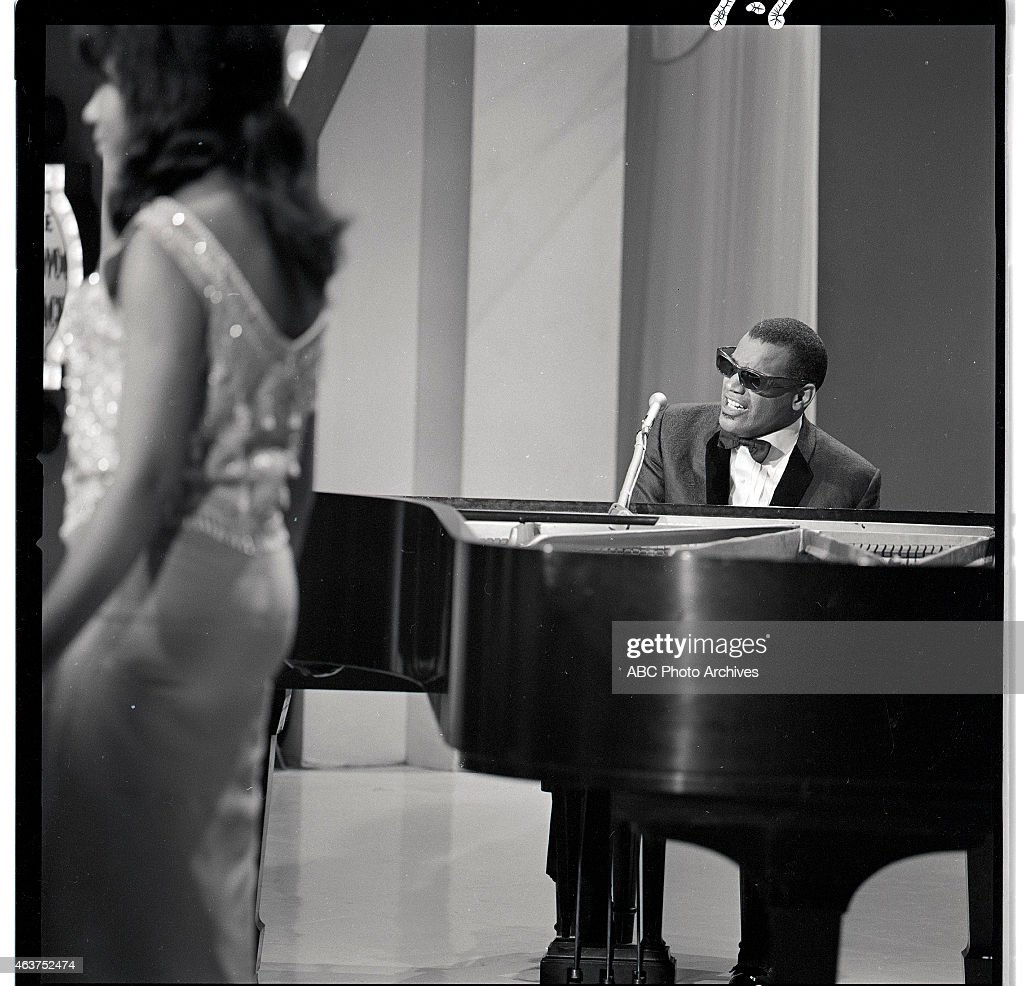 RAY CHARLES & THE RAELETTES : News Photo