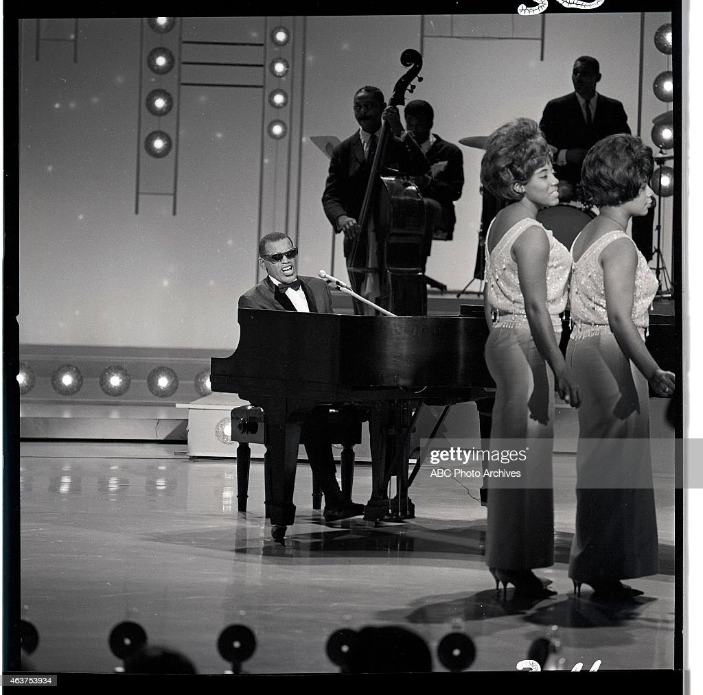 RAY CHARLES & THE RAELETTES : News Photo
