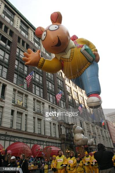 arthur balloon at the 2003 macy u0026 39 s thanksgiving day parade