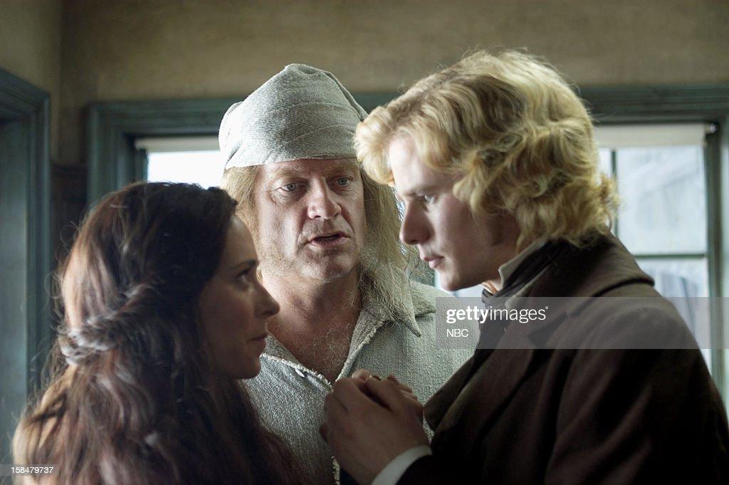 Jennifer Love Hewitt as Emily, Kelsey Grammer as Ebenezer Scrooge ...