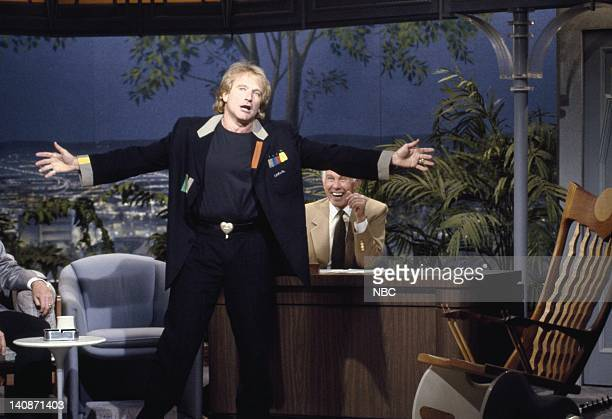 Aired 5/21/92 -- Pictured: Actor/comedian Robin Williams with host Johnny Carson on May 21, 1992 -- Photo by: Alice S. Hall/NBCU Photo Bank