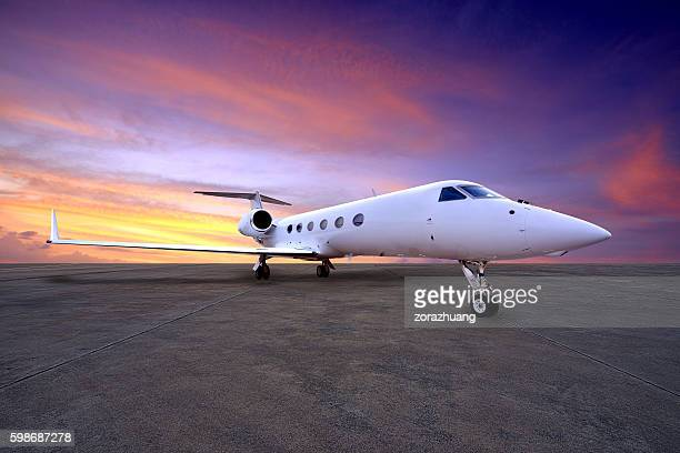 airliner on parking apron - airfield stock pictures, royalty-free photos & images