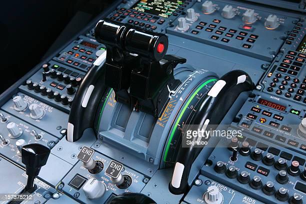 Verkehrsflugzeug-drosseln