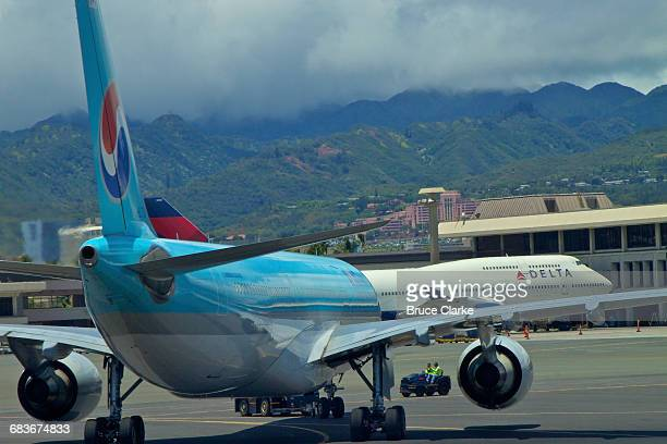 Airliners at Honolulu International Airport