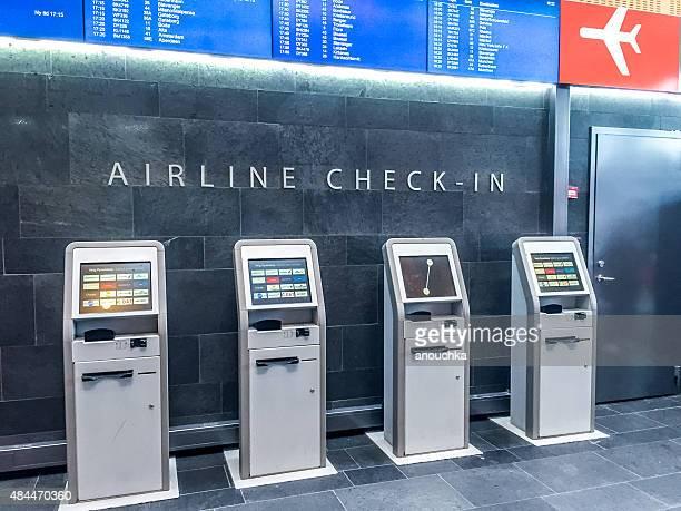 Airlines bornes d'enregistrement en libre-service de la gare ferroviaire d'Oslo Central