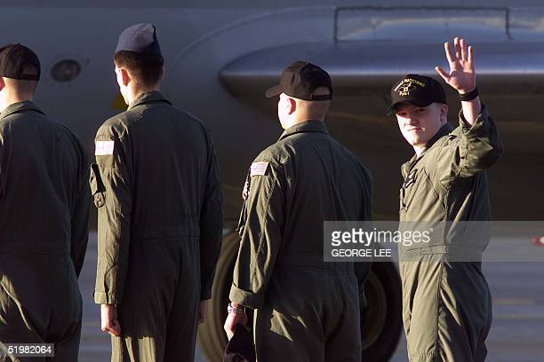 Airman Brad Borland waves to the crowd 14 April 2001 at Hickam ir Force Base in Hawaii before boarding a C9 Skytrain bound for a homecoming at...