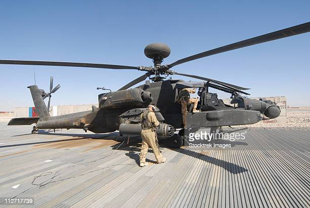 airmen board an apache helicopter at camp bastion, afghanistan. - apache helicopter stock pictures, royalty-free photos & images
