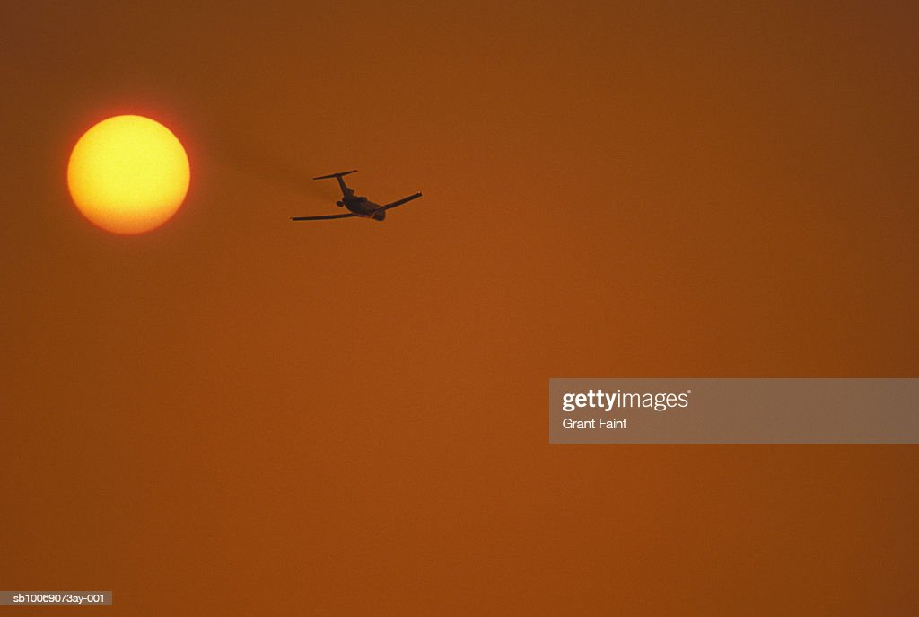 Airplane against sky at sunset : Stockfoto
