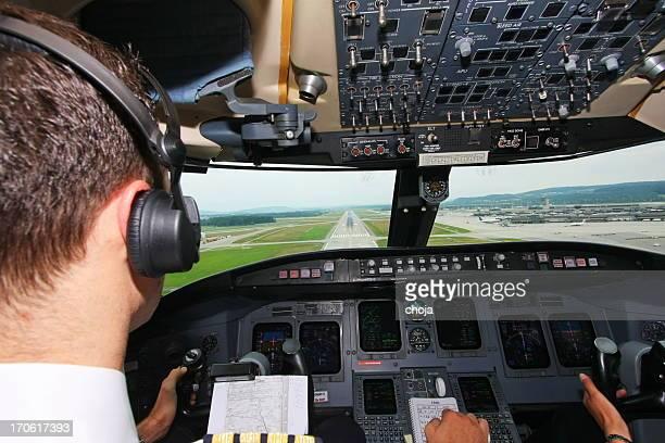 Avion pilote airport.young l'approche de la réception