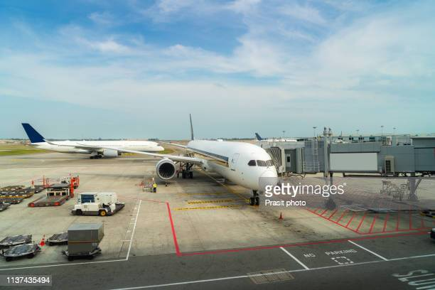 airplane at the terminal gate ready for takeoff in modern international airport - オーストラレーシア ストックフォトと画像