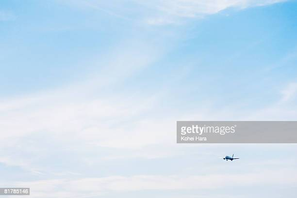 airplane flying in the blue sky - airplane sky stock pictures, royalty-free photos & images