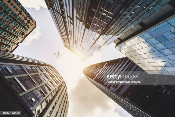 airplane flying over city business buildings - 深圳市 ストックフォトと画像
