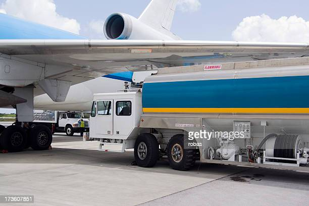 Airplane fuelling