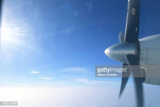 airplane in the sky - marco cristofori fotografías e imágenes de stock