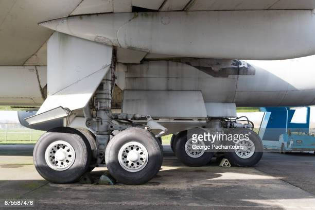 airplane landing gear - landing gear stock photos and pictures