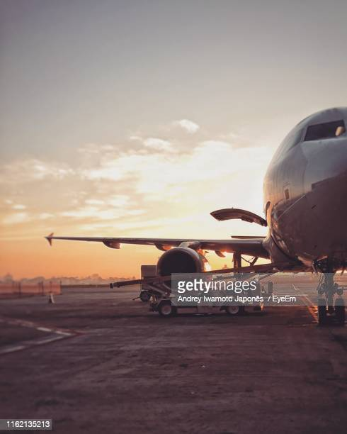 airplane on runway against sky during sunset - japonês stock pictures, royalty-free photos & images