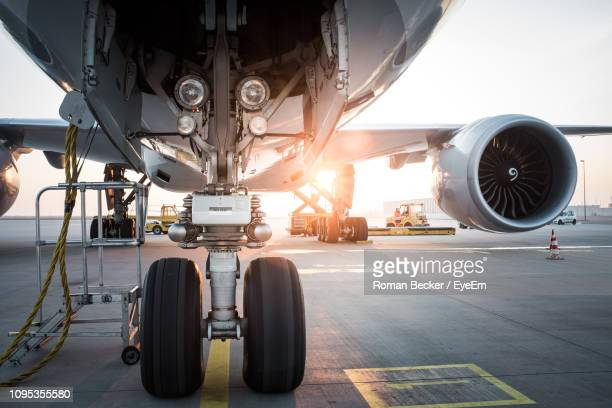 airplane on runway during sunset - air vehicle stock pictures, royalty-free photos & images
