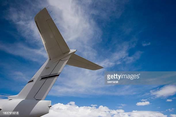 Cauda de avião & céu azul - 1