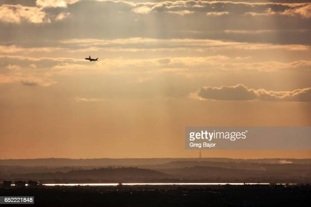 airplane take off - greg bajor stock pictures, royalty-free photos & images