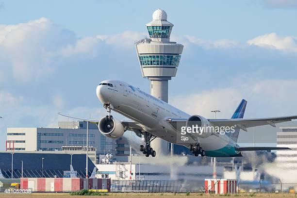 Flugzeug abheben vom Flughafen Schiphol in Holland