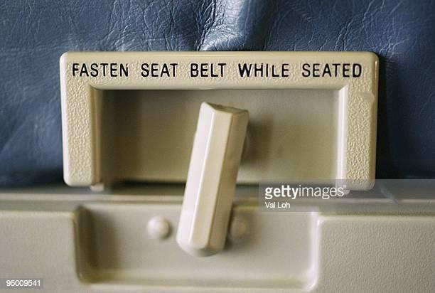 Airplane tray latch