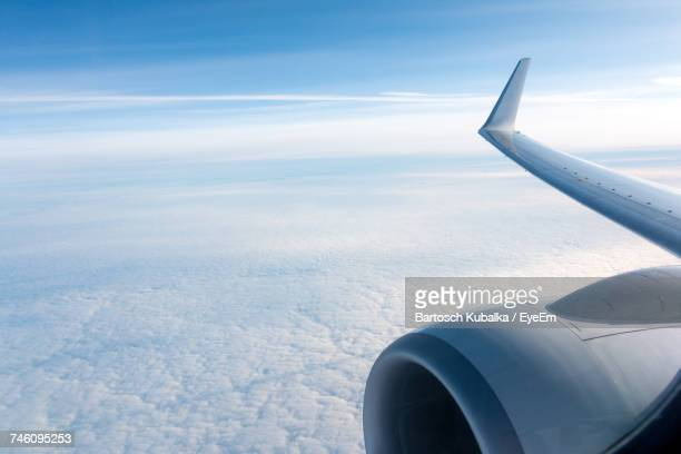 airplane wing over cloudscape - aircraft wing stock pictures, royalty-free photos & images