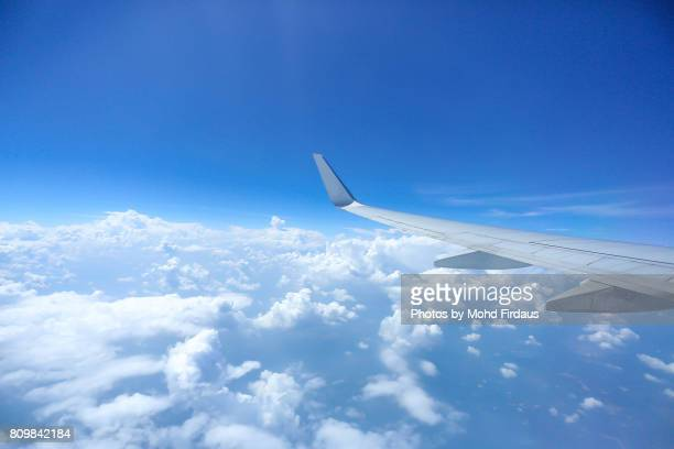 airplane wing seen through window. - aircraft wing stock pictures, royalty-free photos & images