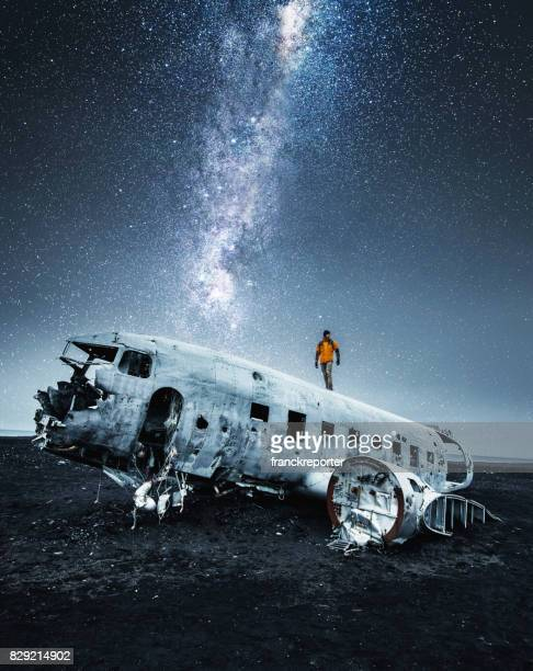 airplane wreck in iceland under the stars - airplane crash stock pictures, royalty-free photos & images