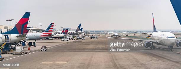 飛行機では、ロサンゼルス国際空港からお越しの場合 - デルタ航空 ストックフォトと画像