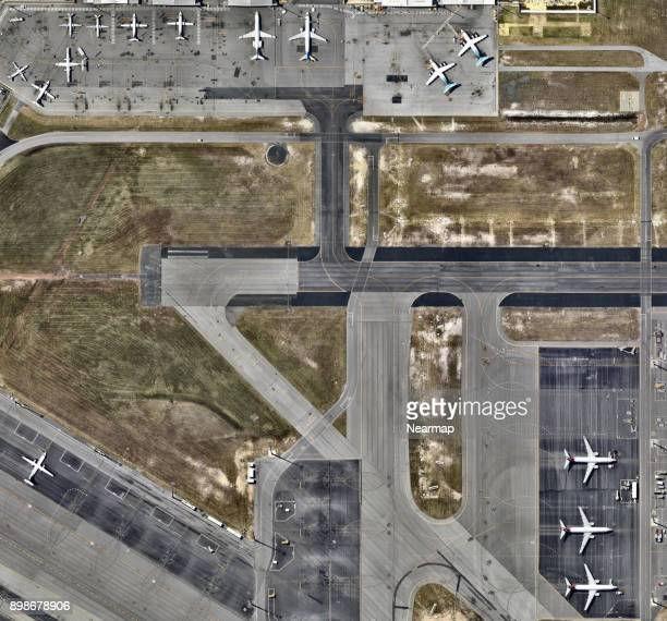 airplanes parked at airport - perth australia stock pictures, royalty-free photos & images