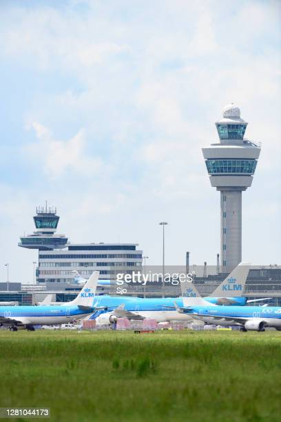 "airplanes parked on the tarmac of schiphol airport near amsterdam - ""sjoerd van der wal"" or ""sjo"" stock pictures, royalty-free photos & images"