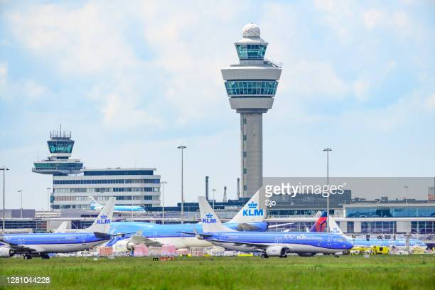 """airplanes parked on the tarmac of schiphol airport near amsterdam - """"sjoerd van der wal"""" or """"sjo"""" stock pictures, royalty-free photos & images"""