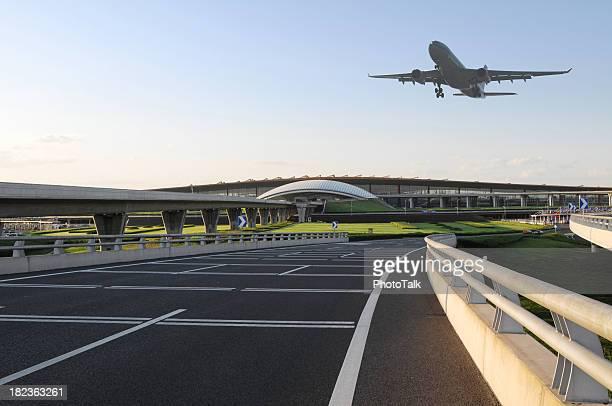 Aéroport et avion décoller-XL