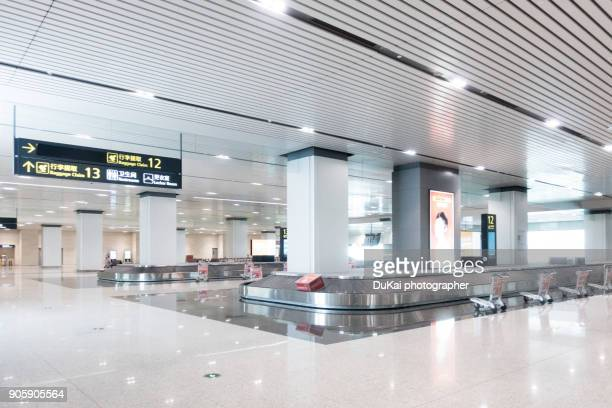 airport baggage claim area. - arrival photos stock photos and pictures