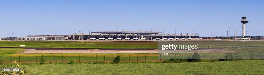 Airport Berlin-Brandeburg BER / Schönefeld Airport terminal and flight control tower(Brandenburg, Germany) : Stock-Foto