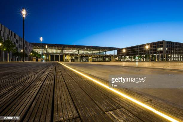 airport berlin-brandenburg terminal  (schönefeld, germany) - land brandebourg photos et images de collection