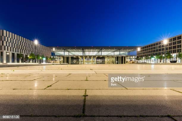 airport berlin-brandenburg terminal  (schönefeld, germany) - land brandenburg stock-fotos und bilder