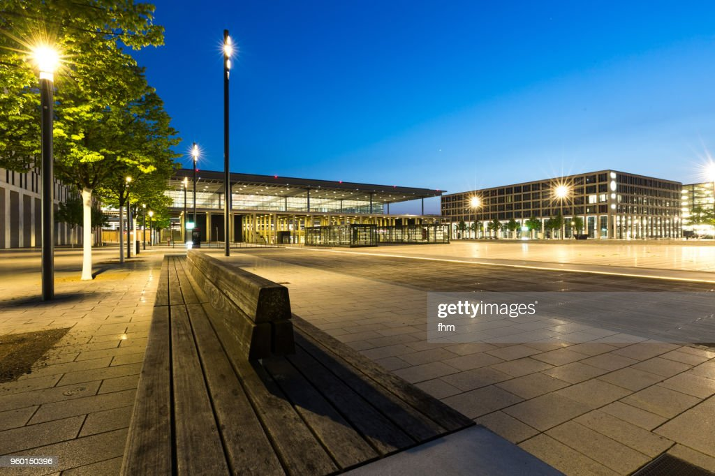 Airport Berlin-Brandenburg Terminal with empty benches (Schönefeld, Germany) : Stock-Foto