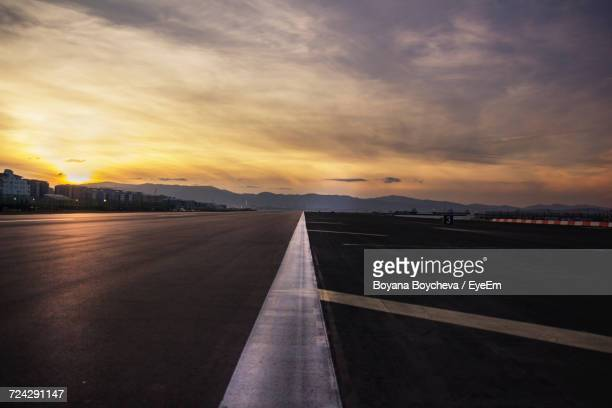 airport during sunset - airport runway stock pictures, royalty-free photos & images
