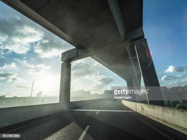 airport elevated freeway - flyover stock pictures, royalty-free photos & images