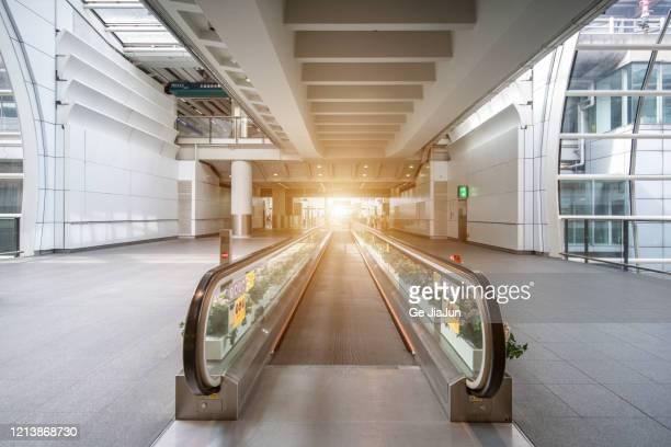 airport escalators - travolator stock pictures, royalty-free photos & images