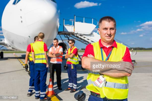 airport ground service, man in front of aircraft - europe stock pictures, royalty-free photos & images